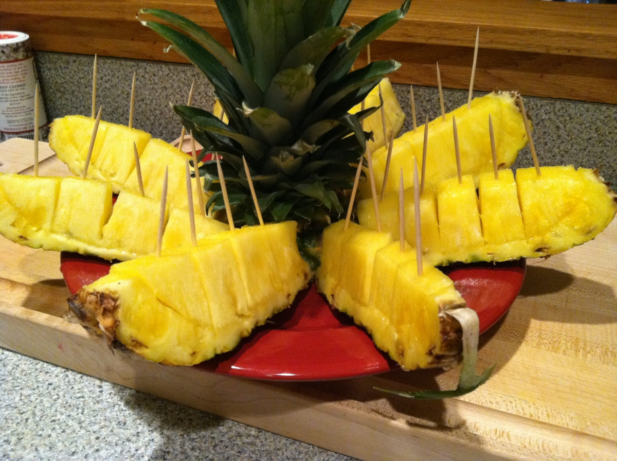 how to properly cut and serve a pineapple