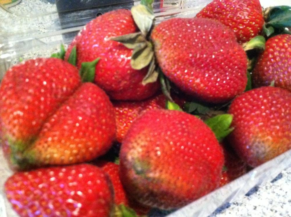 desk strawberry pie 012
